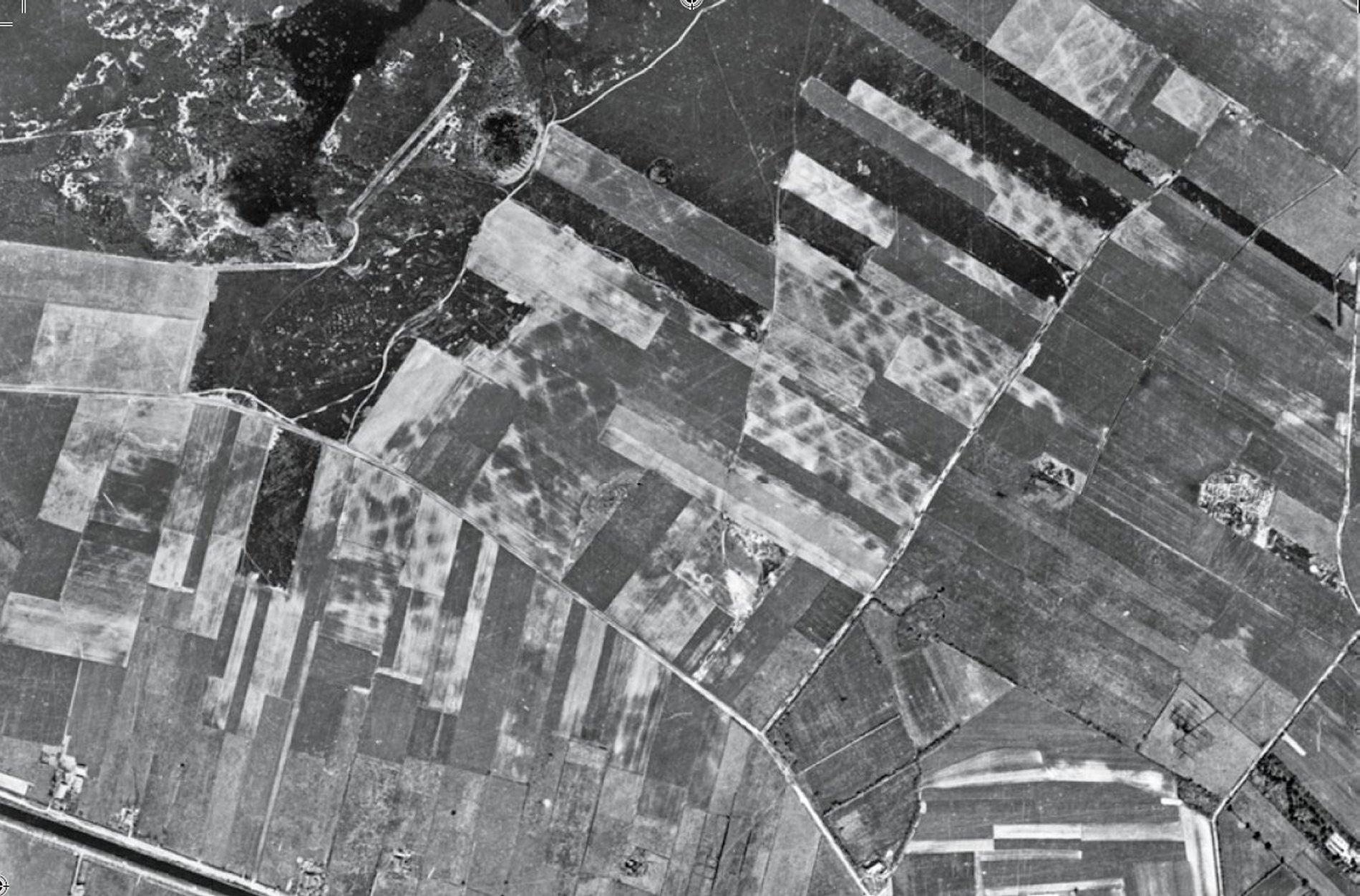 Luchtfoto van de raatakkers te Hijken (1950)